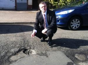Stuart McMillan MSP - Pothole